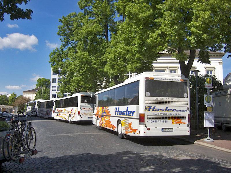 Haltestelle vor der Villa Wassermann. Foto: Erich Weiß