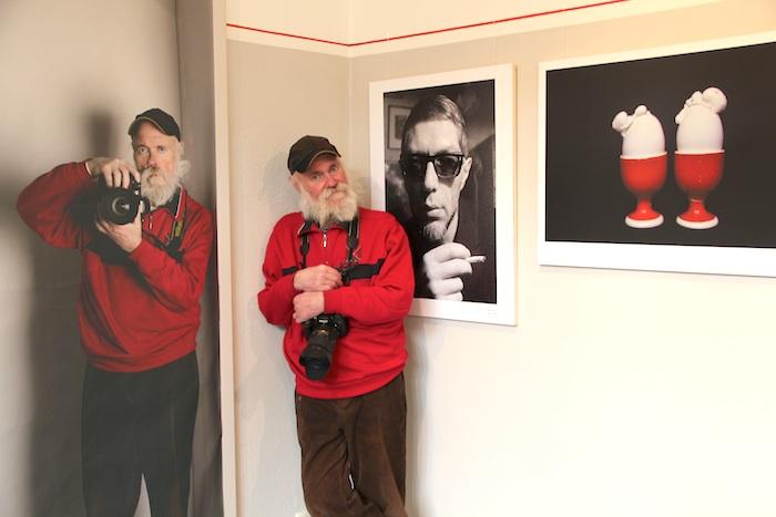 Werner Kohn in seiner Ausstellung im Stadtarchiv