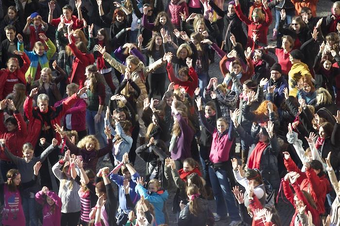 """""""One billion rising"""" auf dem Maxplatz. Foto: Erich Weiß"""