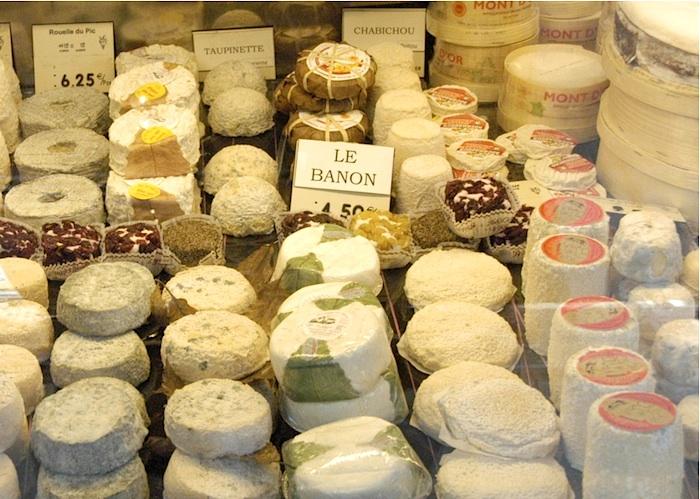 Auslage in einer Käsehandlung. Foto: Monika Schau