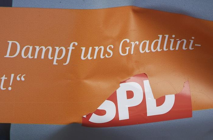 SPD-Plakat, Detail: Logo zum aufkleben und abziehen. Foto: Erich Weiß