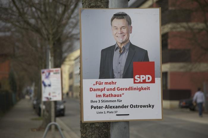 SPD-Plakat von Peter-Alexander Ostrowsky ohne orange Farbe. Foto: Erich Weiß