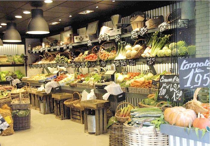 Gemüsestand in den Markthallen von Rouen. Foto: Monika Schau