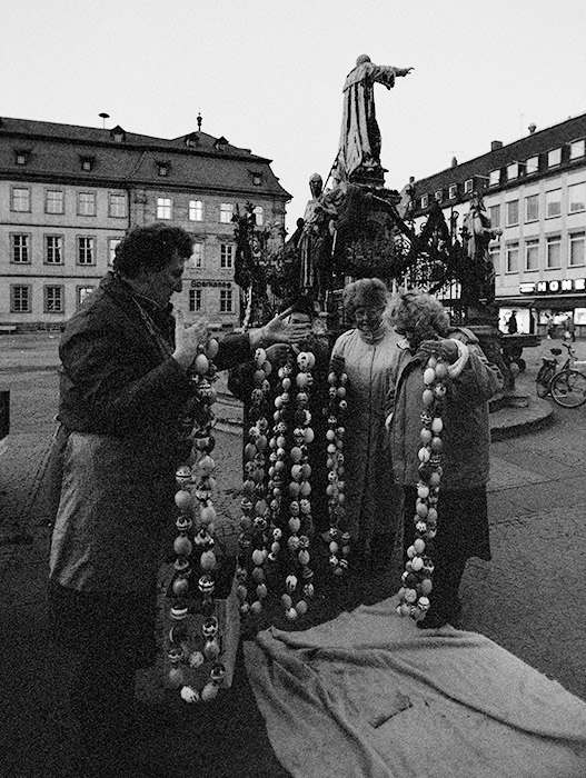 Osterbrunnen 1991 am Maxplatz, von Gärtner geschmückt. Foto: Erich Weiß