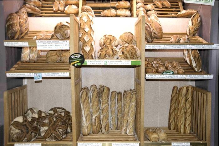 Auswahl an Broten in der Boulangerie Michel Corneloup, Roanne. Foto: Monika Schau