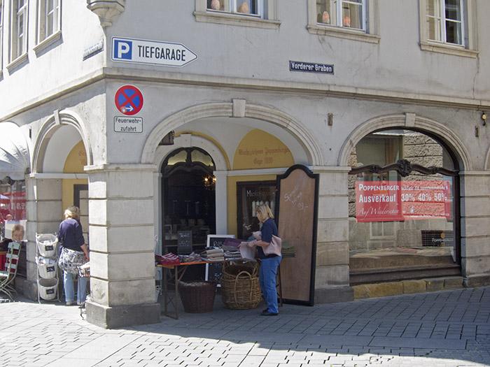 Hauptwachstr., Ausverkauf Fa. Poppenberger. Foto: Erich Weiß