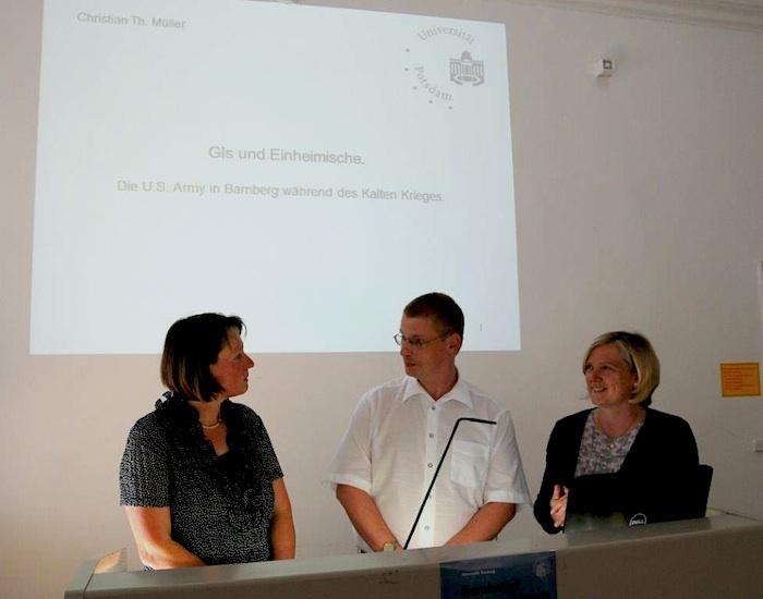 Dr. Gabriele Wiesemann, der Referent PD Dr. Christian Müller, Prof. Dr. Sabine Freitag. Foto: A. Schmidtpeter, Togomedia