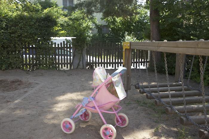 Kindergarten der AWO an der Föhrenstraße gegenüber dem eingezäuntem Konversionsgelände. Foto: Erich Weiß