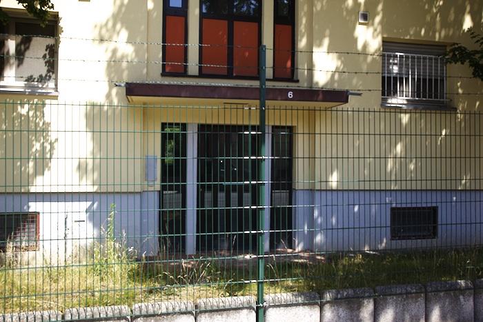Eingezäunte Häuser auf dem Konversionsgelände an der Hauptsmoorstraße. Foto: Erich Weiß