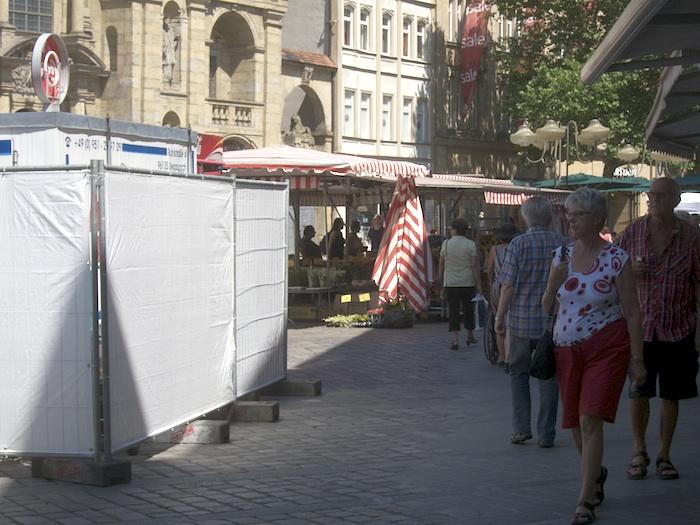 Rückwand am Grünen Markt (Ostseite). Foto: Erich Weiß