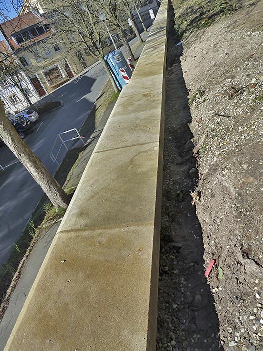 Mauer zur Michelsberger Straße. Foto: Christiane Hartleitner