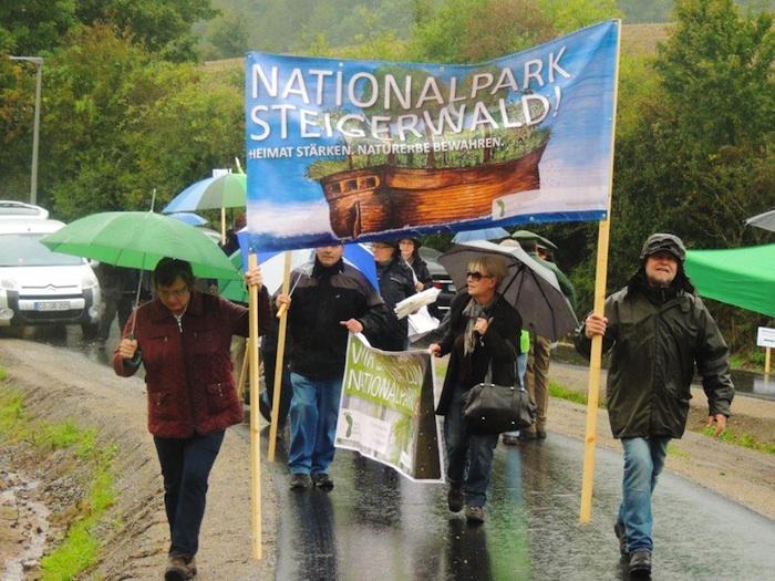 Demonstration vor Steigerwaldzentrum. Foto: Winfried Zeck