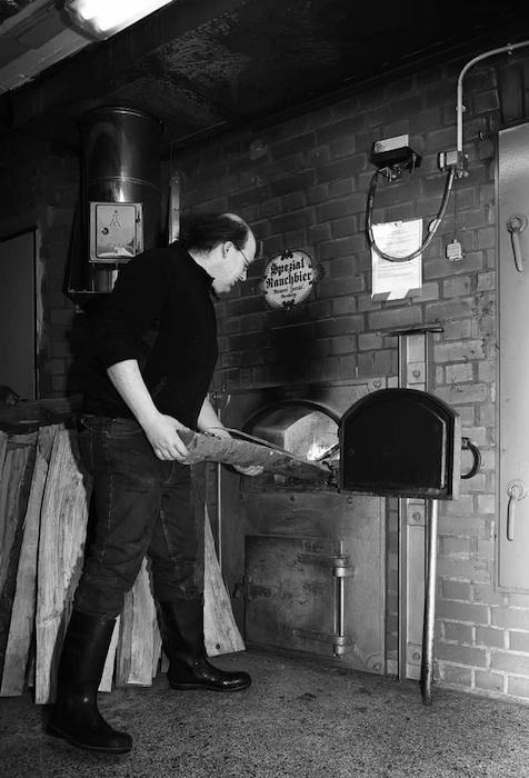 Buchenholz zum Malzräuchern, Brauerei Spezial. Foto: Erich Weiß