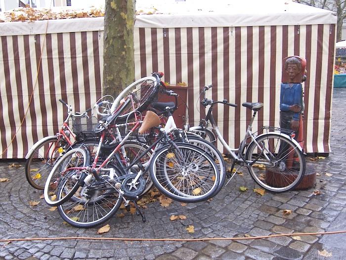 """Grüner Markt. """"Fahrradhaufen"""". Foto: Erich Weiß"""