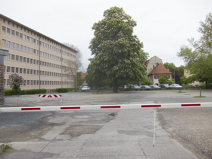 Parkplatz auf dem ehemaligen Klarissenklostergelände. Foto: Erich Weiß