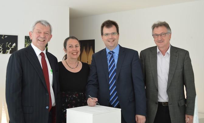 v.l. Landrat Johann Kalb, Christiane Toewe, Bürgermeister Dr. Christian Lange und der Leiter des städtischen Kulturamts, Dieter Strattner. Foto: Stadt Bamberg