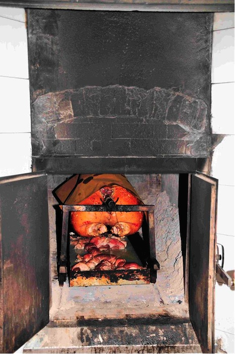 Porchetta im Holzofen