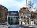 Bus kommt aus der Langen Straße. Foto: Christiane Hartleitner