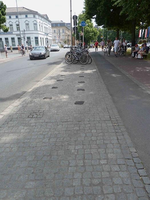 Zurückgebaute Fahrradparkplätze in der Langen Straße. Foto: Christiane Hartleitner