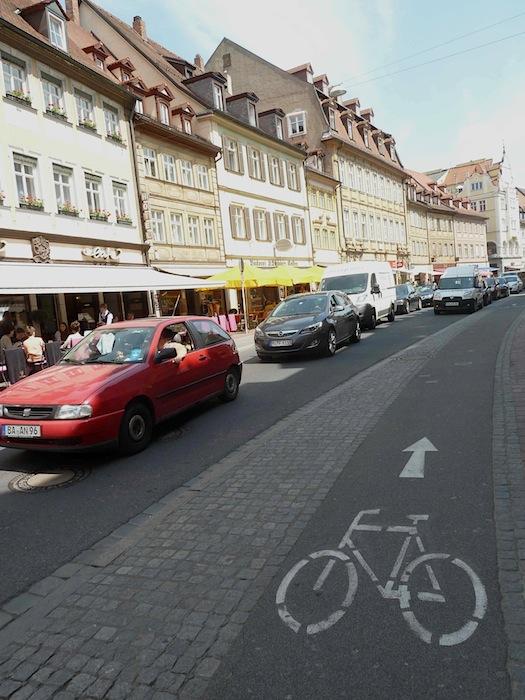Vorher: Radweg in der Langen Straße. Foto: Christiane Hartleitner