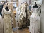 """Musikdramatisch nicht immer zwingend, aber ein Augenschmaus: die Haute-Couture-Kostüme von Christian Lacroix zur Nürnberger """"Maskenball""""-Inszenierung. Foto: Staatstheater Nürnberg"""