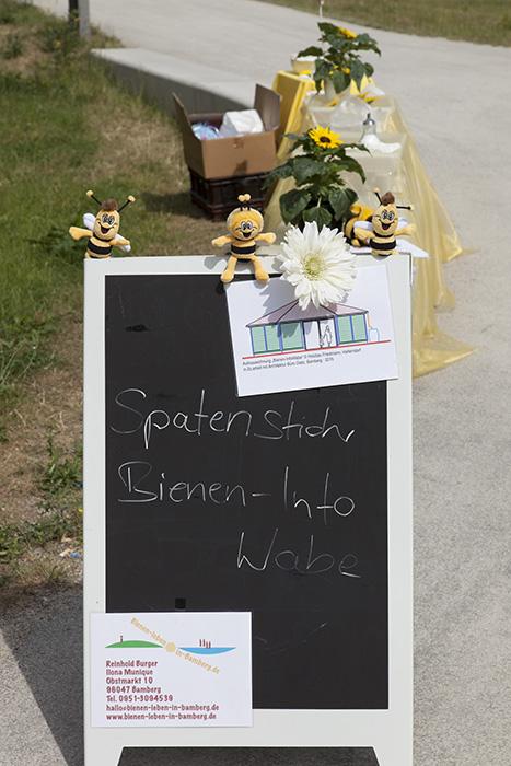 Spatenstich zur Bienen-InfoWabe. Foto: Erich Weiß
