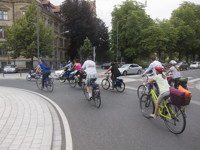 Radfahrer und Autofahrer. Foto: Erich Weiß