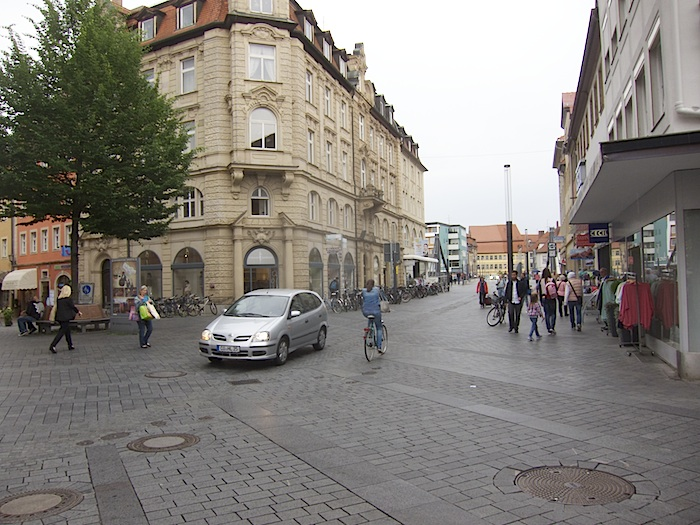 """""""Shared Space"""" Ecke Hauptwachstraße und Promenade. Foto: Erich Weiß"""