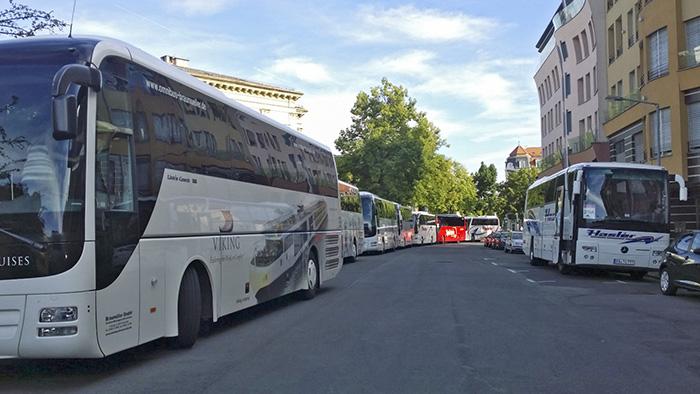 Busse an der Südlichen Promenade. Foto: Peter Braun