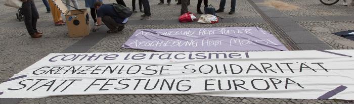 Transparente bei der Demonstration gegen Abschiebung am 20.8.2015. Foto: Erich Weiß