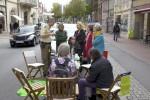 Die Polizei kontrolliert den Parkschein vom Café Parklücke. Foto: Erich Weiß