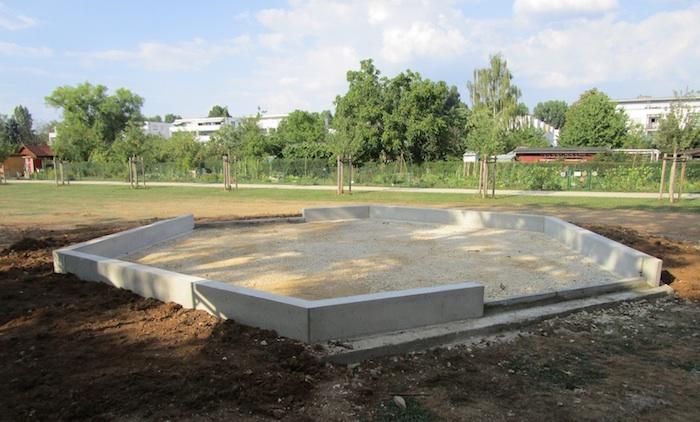 Fundament der Bienen-InfoWabe im ERBA-Park