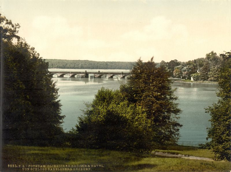 Glienicker Brücke. This image is available from the United States Library of Congress's Prints and Photographs division under the digital ID ppmsca.00362