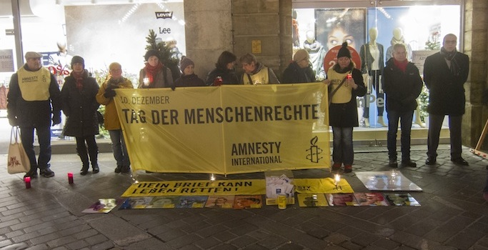 Mahnwache am Tag der Menschenrechte (10.12.2015) am Maxplatz in Bamberg. Foto: Erich Weiß