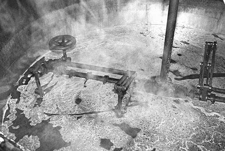"""Aus der Fotoausstellung """"Bierstadt Bamberg"""", Sudpfanne im Fäßla. Foto: Erich Weiß"""