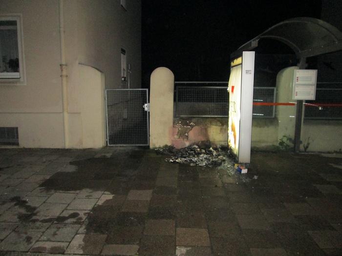 Unbekannte zünden gelbe Säcke an. Foto: Polizei