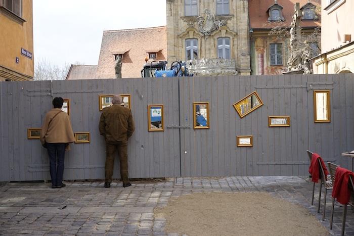Obere Brücke, Bildergalerie mit Kunstfreunden. Foto: Erich Weiß