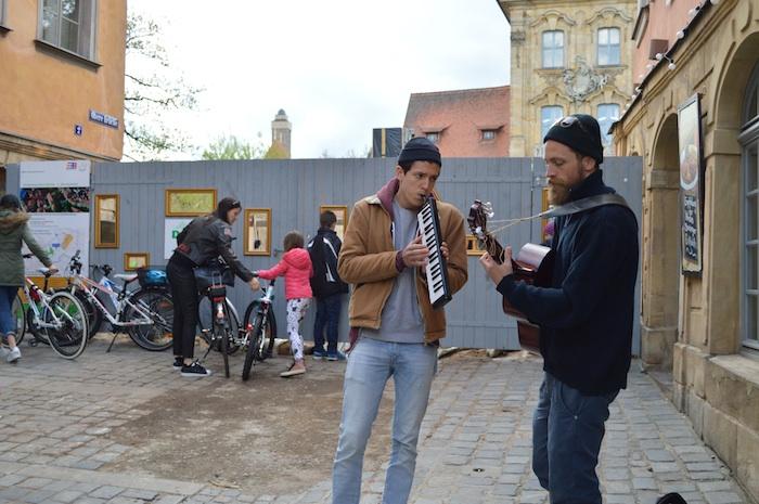 Aufderbrüggn – zum Auftakt spielte das Duo Florian Berndt und Ben Werchohlad. Foto: Stadt Bamberg