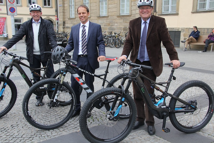 Landrat Johann Kalb, Christoph Bantle und Oberbürgermeister Andreas Starke. Foto: Stadt Bamberg