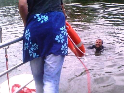 Projektleiter Chr. Salomon im Wasser. Foto: B. Niemann