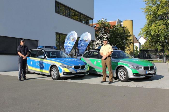 Blaues und grünes Dienstfahrzeug Foto: Polizei
