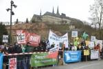 Windkraftbefürworter vor der Konzerthalle beim kleinen Parteitag der CSU. Foto: Erich Weiß