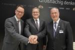 Auf der EXPO-REAL: vlnr. Geschäftsführer Stadtbau GmbH Veit Bergmann, Oberbürgermeister Andreas Starke und Axel Kunze, Vorstandsmitglied der Bundesanstalt für Immobilienaufgaben(BImA)