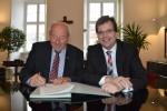 Links: Pankraz Deuber, Vorsitzender des Vereins Gärtner- und Häckermuseum, rechts: Bürgermeister Dr. Christian Lange